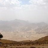 Auf der Fahrt nach Petra genießen Sie eine schöne Aussicht über die Landschaft