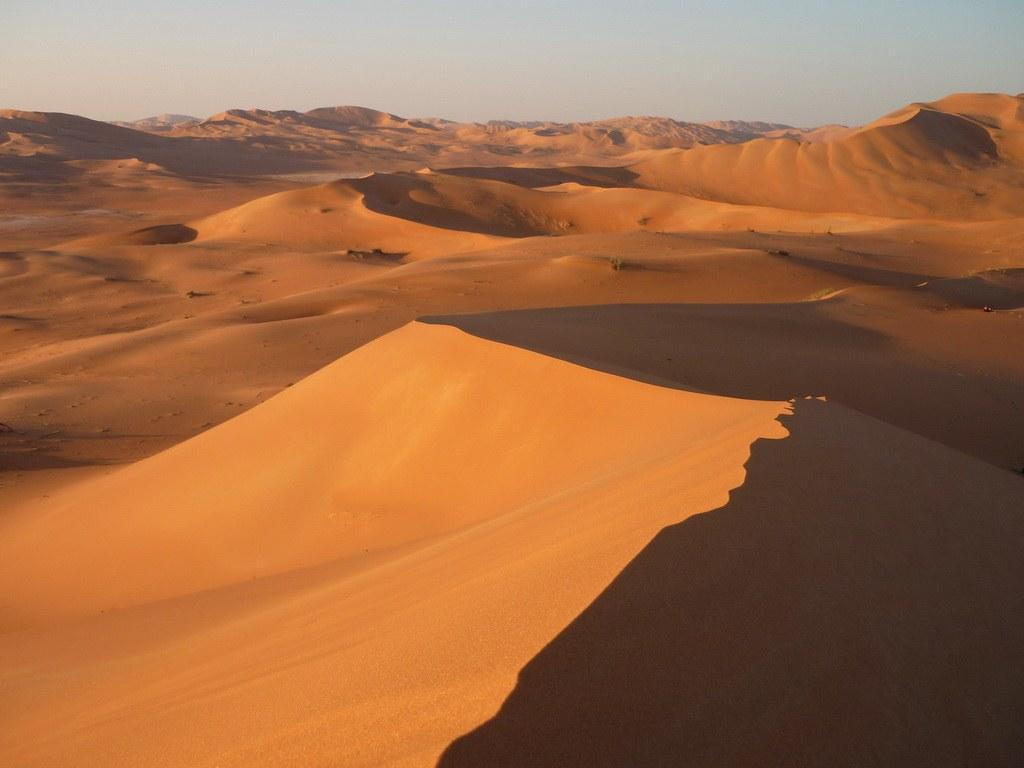 Einen weiten Blick über diese wunderbare Landschaft bekommen Sie nach einer wilden Dünenfahrt oder einem sportlichen Aufstieg zu Fuß.