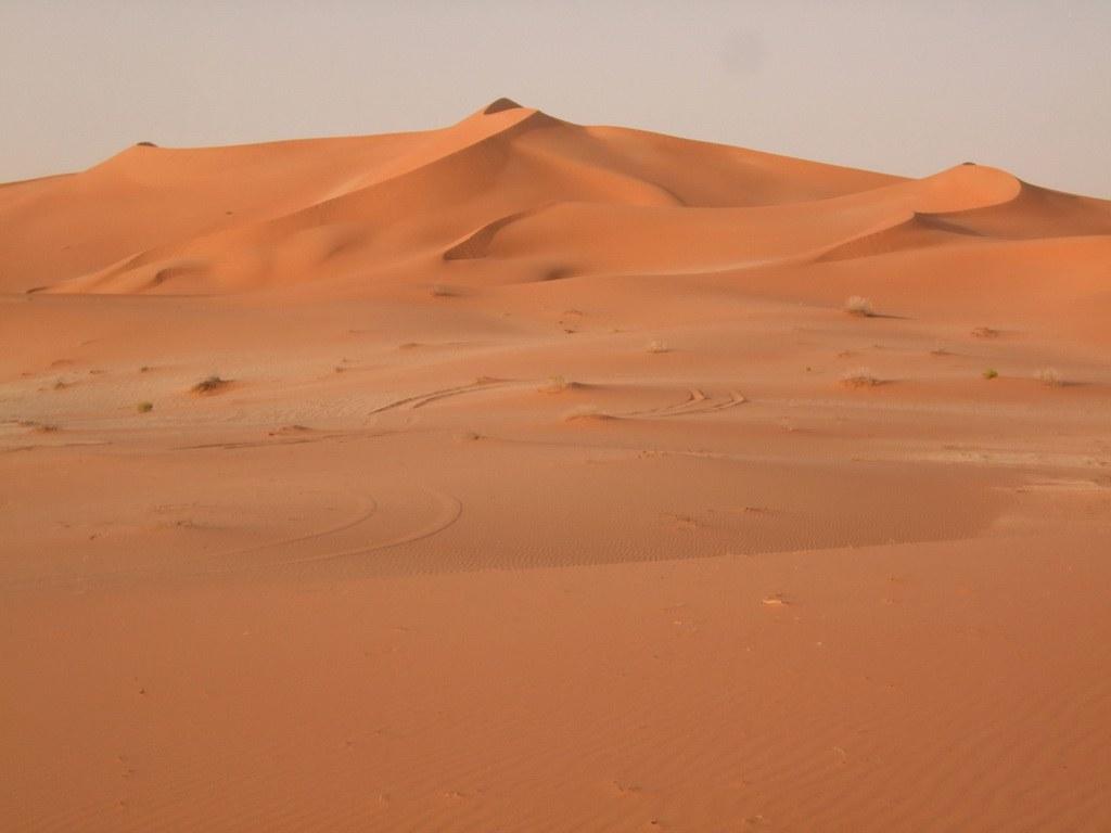 Die Farben des Sandes verändern sich mit dem Stand der Sonne.