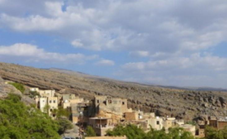 Auf dem Weg in das Dorf kann man die Schönheit der Bergoase schon erahnen.