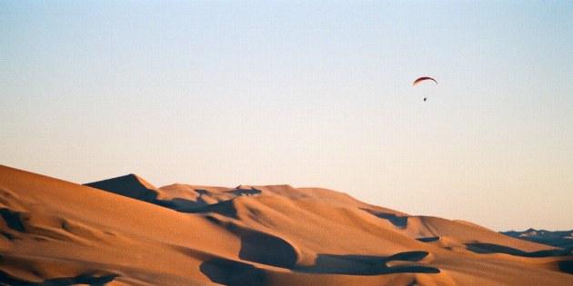 Die Abendstimmung in der Wüste Lut lässt sich besonders auf einer der hohen Sanddünen genießen
