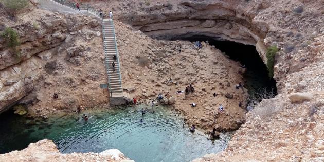 Schwimmen und Abkühlen im erfrischenden Wasser