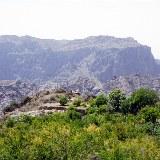 durch das komplizierte Bewässerungssystem gibt es auch auf den Bergen fruchtbare Gegenden