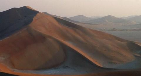 Fast schon magisch ist die Atmospäre am Morgen in der Rub al-Khali.