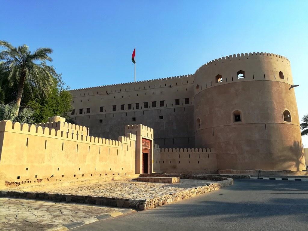 Die Festung ist die jüngste ihrer Art in Oman und der Besuch lohnt sich nicht nur wegen des Baus, auch der Garten hat einige besondere Pflanzen, die man bestaun