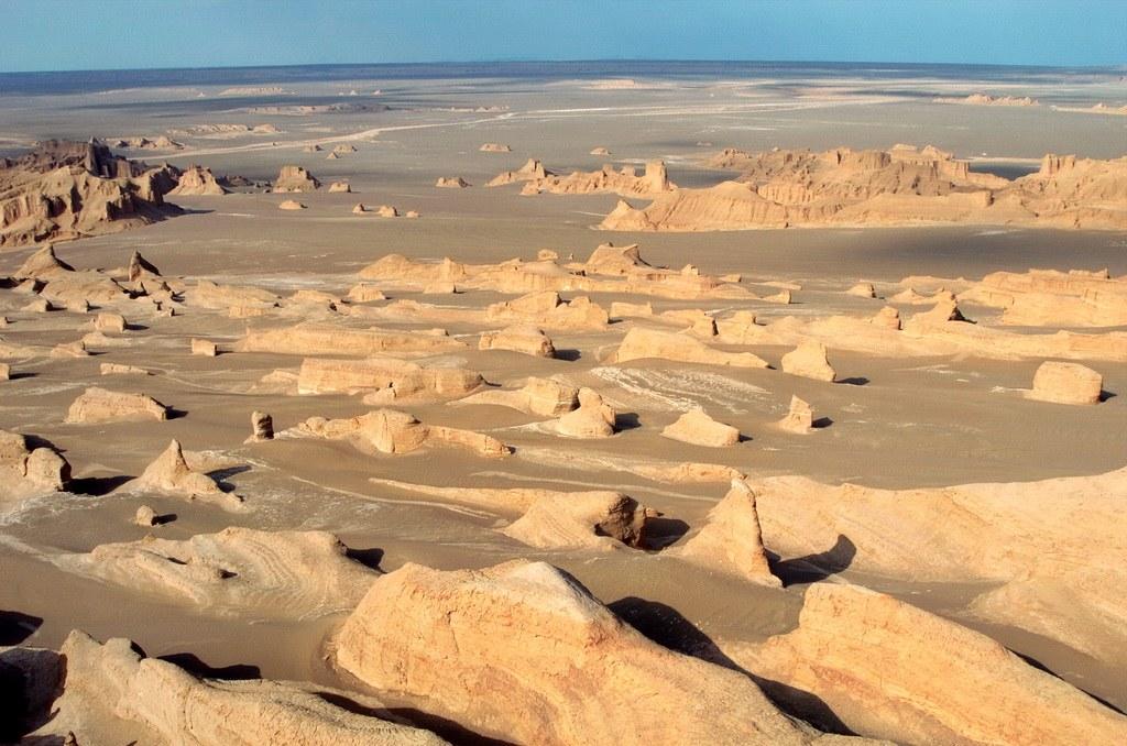 Die bizarren Felsformationen der Kaluts sind über tausende von Jahren durch den Wind entstanden