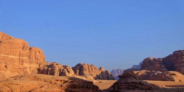 Die geschützte Wüstenwildnis Wadi Rum im südlichen Jordanien.
