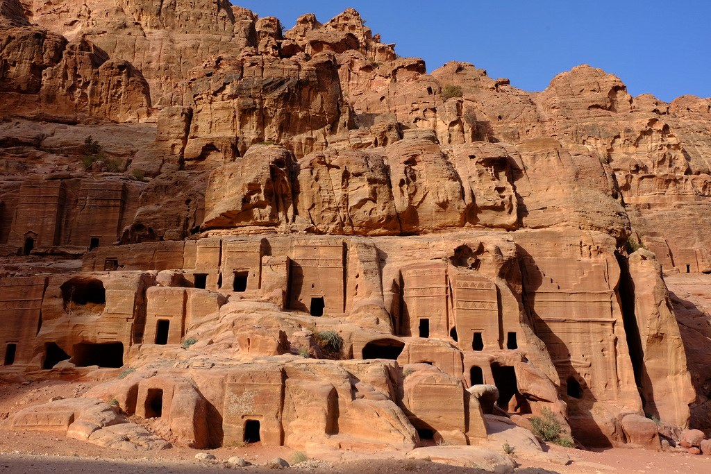 Auf den Spuren der Nabatäern die Felsenstadt Petra entdecken.