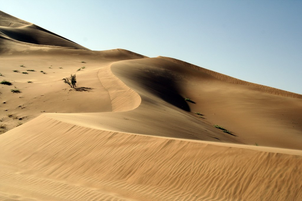 Die Farben der Wüste ändern sich mit der Stellung der Sonne.