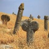Nahe dem islamischen Pilgerheiligtum Khalid Nabi kann man dieses Stelenfeld besichtigen