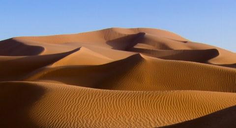 Die Dünen sind nicht nur ein schönes Fotomotiv, sondern auch der beste Platz zum Beobachten des Sonneuntergangs.