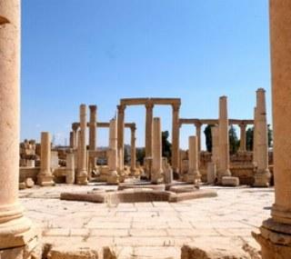 Besuchen Sie die Ruinen der antiken Stadt Jerash