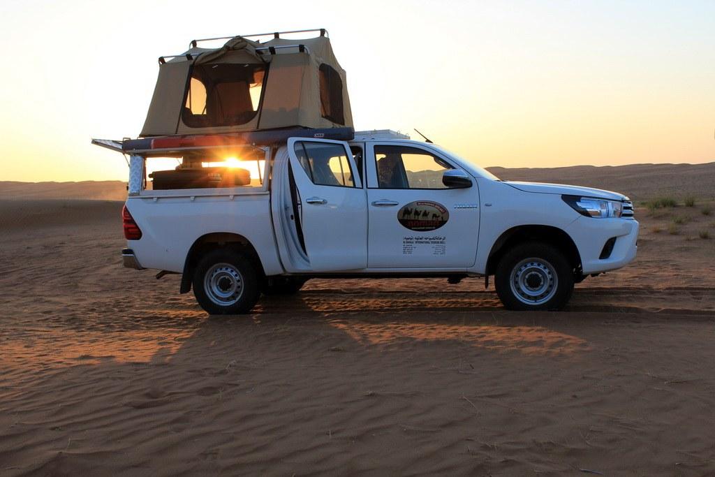 Sobald das Zelt aufgebaut ist können Sie Sonnenunter- und Sonnenaufgang aus dem Bett genießen.
