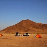 Nach Sonnenaufgang lösen wir unser Nachtlager auf