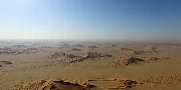 Die weiten der Wüste werden einem aus der Vogelperspektive erst richtig bewusst.