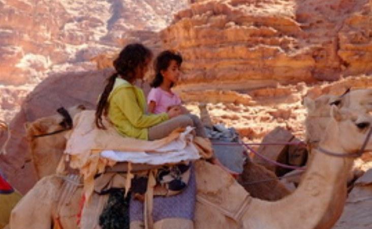 Ein Abenteuer für jung und alt auf dem Rücken der Kamele.
