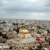 Blick auf die goldenen Kuppeln der Moschee