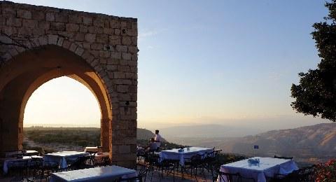 Jordanien: Ausblick vom Restaurant auf den grünen Norden